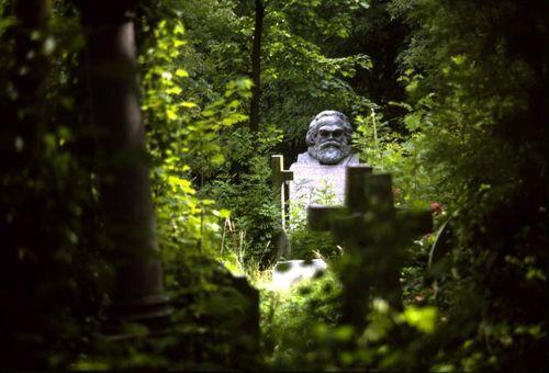 Marx grave.0