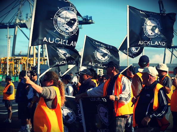 1 munz union poal_picket NZ Politics Daily - Bryce Edwards Otago University liberation blog - www.liberation.org.nz